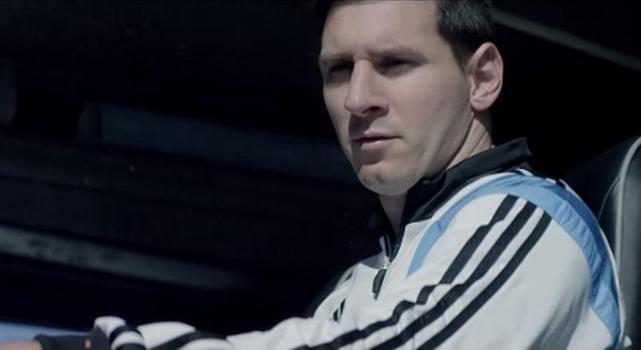 best deals on 21b5d 2ec19 Adidas lanzó un nuevo spot en donde se mete en el sueño de Leo Messi. A lo  largo del spot, Leo se enfrenta al español Xavi Hernández, el brasileño  Dani ...