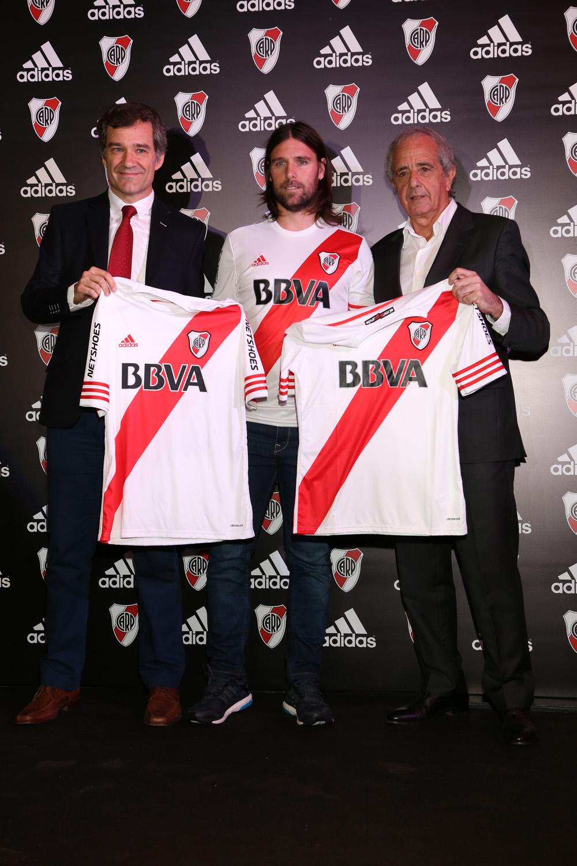 brand new 1914b 98563 adidas presentó el nuevo diseño de la camiseta de River Plate