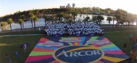 Arcor creó el mosaico de caramelos más grande del mundo
