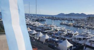 bandera argentina en Cannes